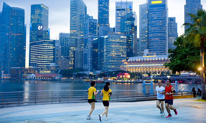 Coronavirus hits Singapore's financial district