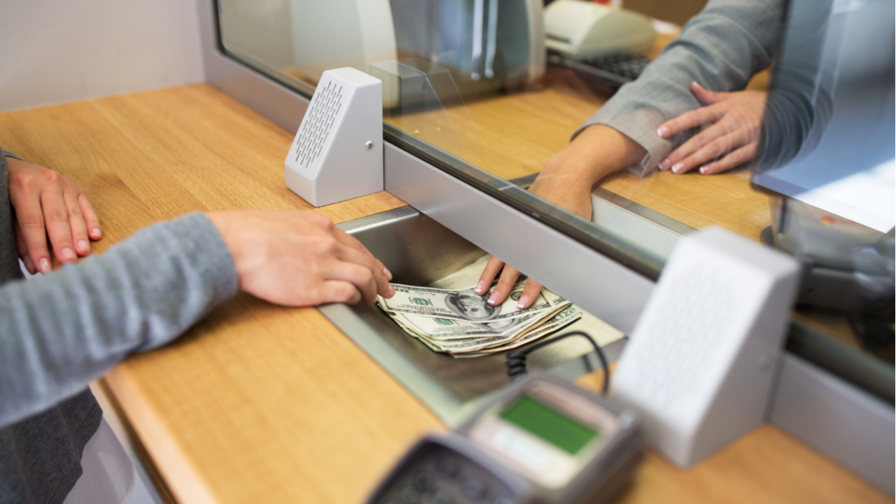 Customer Experience in Banking: Macroeconomic and Political Trends